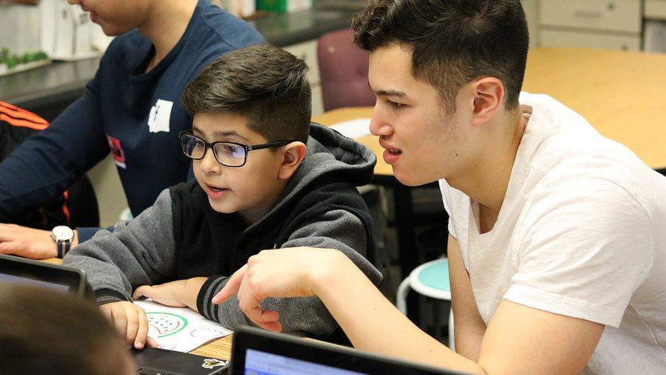Caltech student teach elementary school student.
