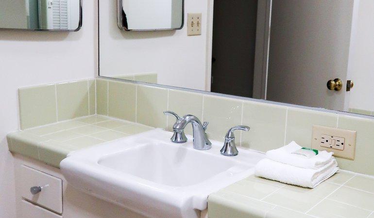 1066 27 Bathroom