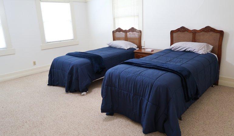 525 Bedroom 8