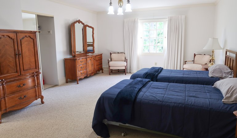 525 Large bedroom 2