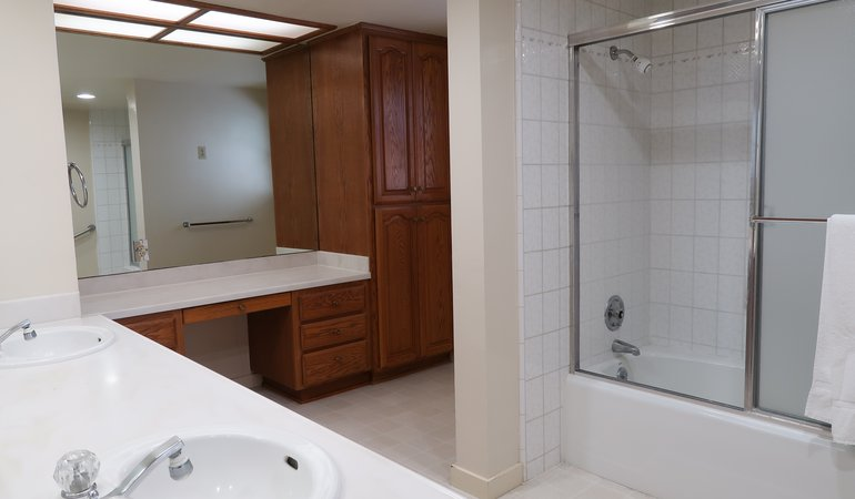 525 Bathroom