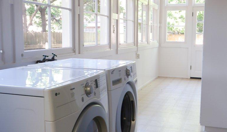 546 Washer Dryer