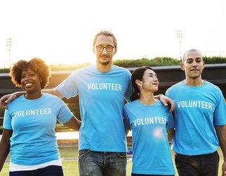 4 volunteers