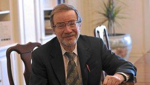 Headshot Alexander Varshavsky