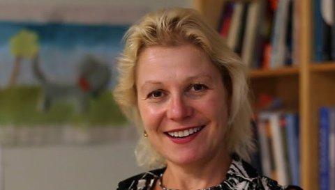 Headshot Julia Greer