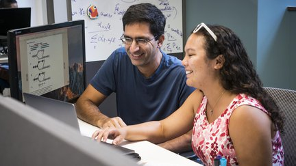 Lior Pachter working with a student