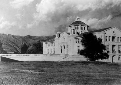 photo of Throop Hall, Caltech
