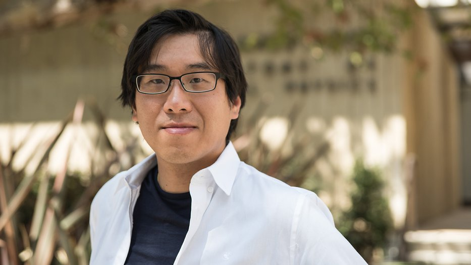 Photo of Garnet Chan standing in front of Caltech's Noyes Laboratory
