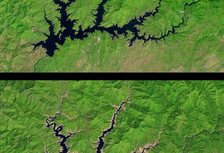 Satellite images show a 50 percent decrease in the water level of Shasta Lake between September 2011 (top) and September 2014 (bottom)